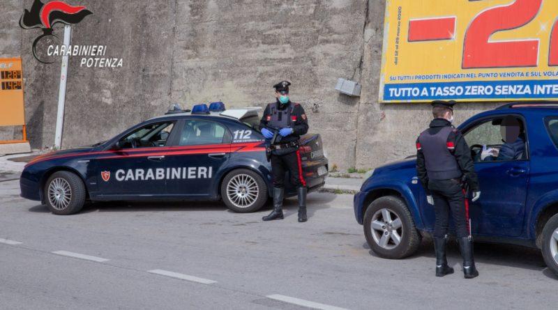 """Maratea (PZ):  I Carabinieri sanzionano otto persone che violano le misure imposte per mitigare gli effetti del """"Coronavirus""""."""